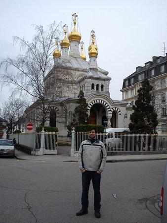 Eglise Russe - bonita por fora, deprimente por dentro