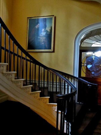 Nathaniel Russell House: Cantalievered staircase