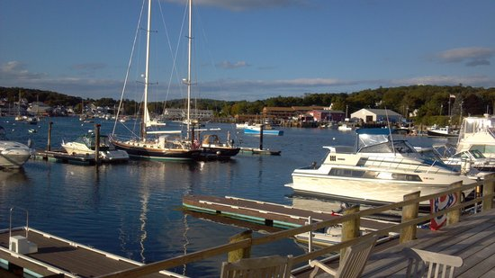 Brown's Wharf Inn : View from our balcony!