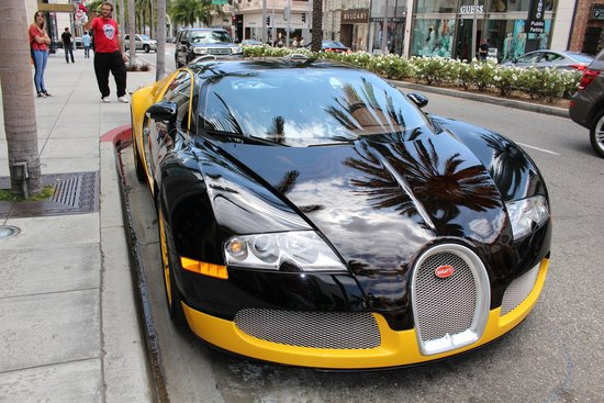 Dunes Inn - Sunset: Bugatti en Beverly Hill