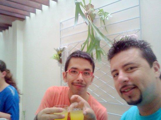 eHostel: tomando desayuno