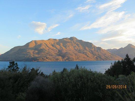 Mercure Resort Queenstown: View from 3rd floor lake view