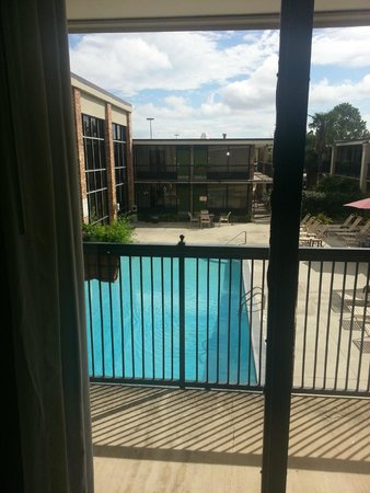 Clarion Inn & Suites Conference Center: View of the outdoor portion of the pool