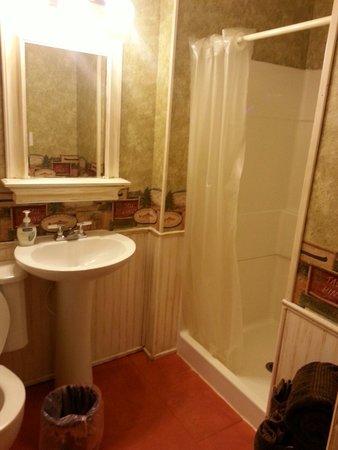 Markleysburg, PA: rim of mirror good for makeup and small toiletries
