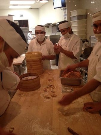 Din Tai Fung: the cooks in the window...