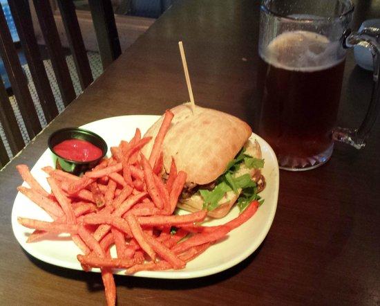 Gracie's Bar: sweet potato fries and beef sandwich