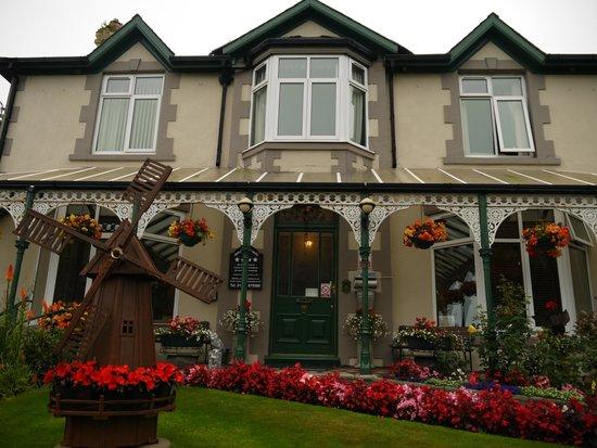 Bron Menai Guest House : Front of Bron Menai