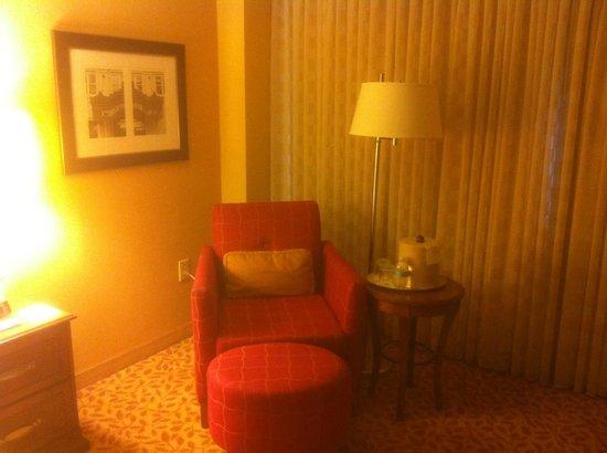 Durham Marriott City Center: Sofa