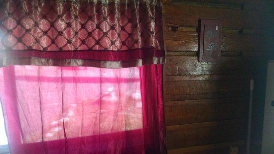Cottonwood Hot Springs Inn & Health Spa : curtain so thin ..woke with the sun