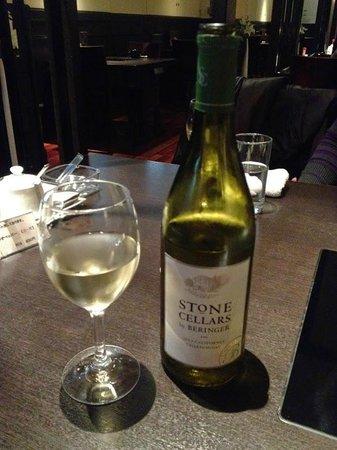 Hakata Motsunabe Yamanaka Akasakaten: もつ料理と白ワインは相性が良いです