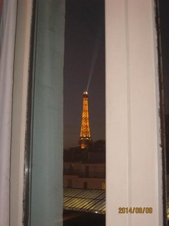 Hotel Grenelle : Room with a view at night.