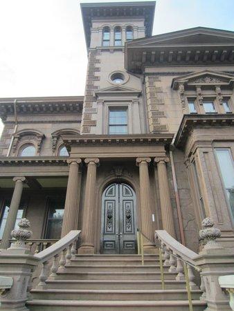 Victoria Mansion: Brownstone Opulence