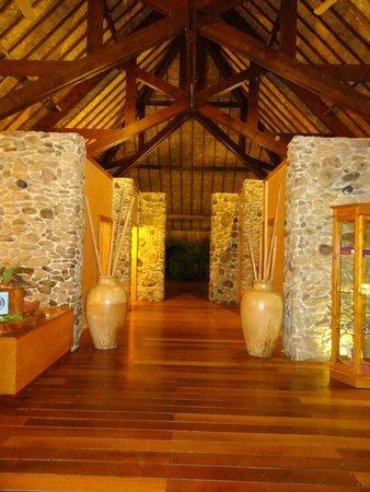 Bora Bora Pearl Beach Resort & Spa: SPA at night time