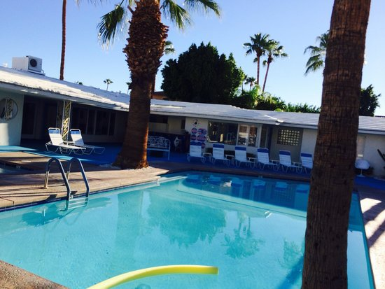 Palm Springs Rendezvous: Pool side