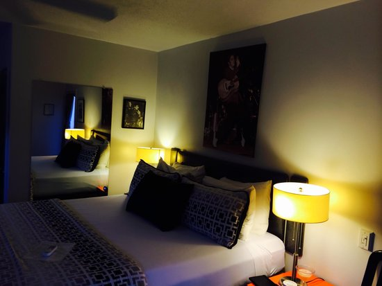 Palm Springs Rendezvous: Comfy bed