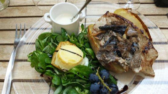 L'Epicerie de Cecile: Escalope de veau avec des champignons ..mâche avec crotins de chavignol. .soupe de céleri