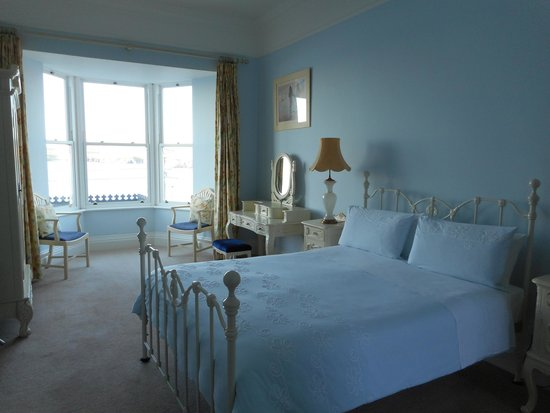 Waters Edge B & B : Our hugely spacious, light and airy room