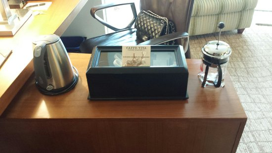 The Heathman Hotel Kirkland: Coffee and tea box with a water heater and little French press.
