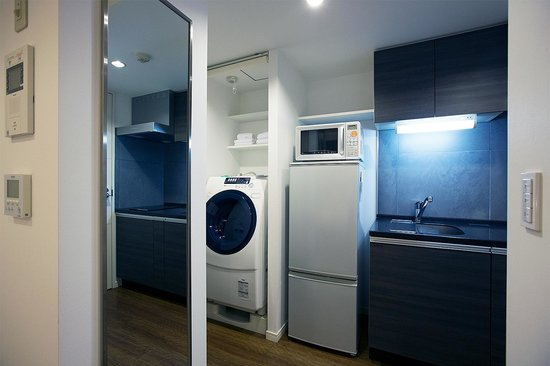 Residential Hotel B: CONTE Asakusa: Washing machine, dryer, freezer, fridge, microwave and a very good kitchen
