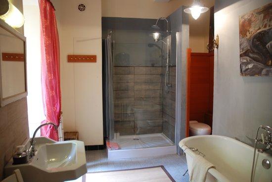 Chateau de Burnand : Silver Room bathroom