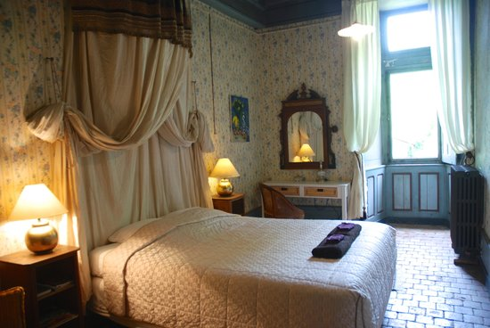 Chateau de Burnand : The Paved Room