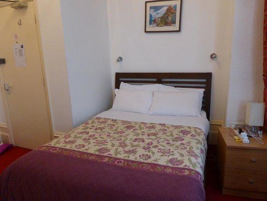 The Gateway Hotel: Ground floor room