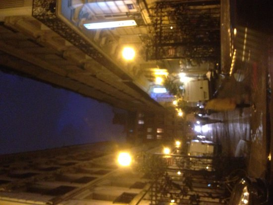 Hotel de la cite Rougemont: At night