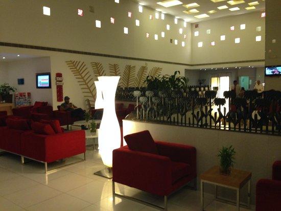 Park Inn by Radisson Muscat: lobby