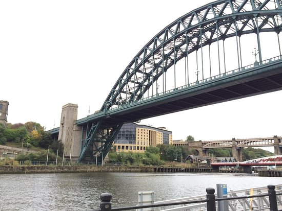 The Quayside : The bridge