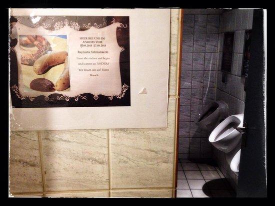 Anders das Pfannenrestaurant: Wurstwerbung an interessanter Stelle.