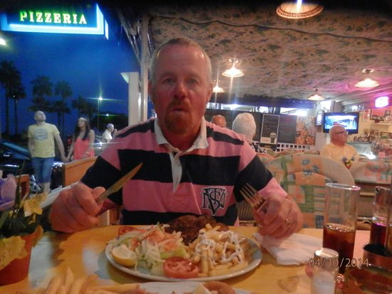 Restaurante Atlantic : the steak took up all the plate, the chips and salad had to go ontop!!!