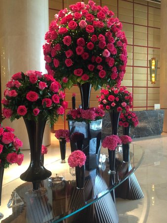 فندق كراون بلازا فستفل: Crowne Plaza: Flowers in lobby
