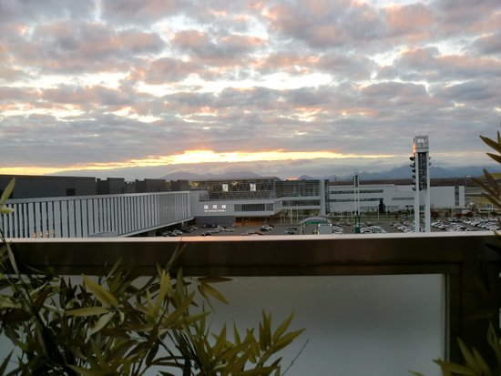 New Chitose Airport Terminal Yasumidokoro: 露天からの国際ターミナル