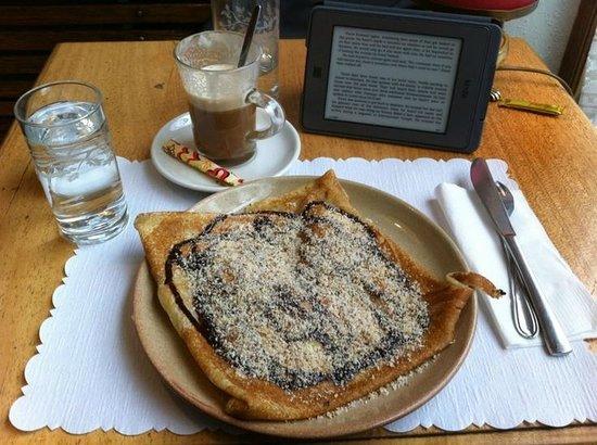 Creperie la Chandeleur: Banana, chocolate and hazelnut crepe + café Viennois