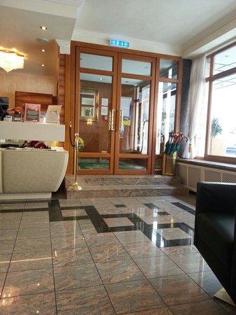 Hotel Vienna: Hotem entrance