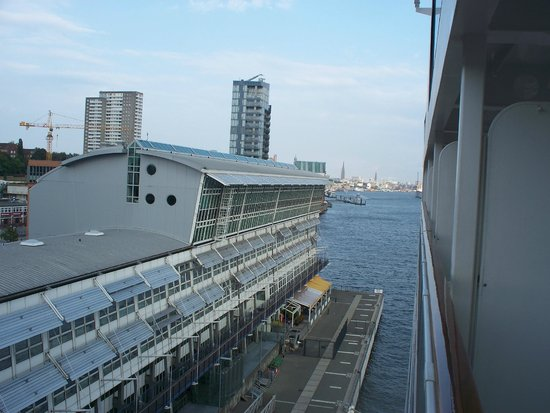 Hamburg Cruise Center: terminal visto dalla nave