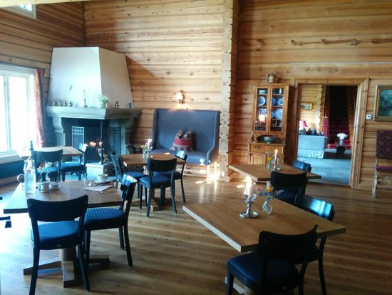 Storfjord Hotel: Common area, the fireplace