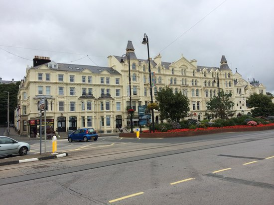 Sefton Hotel: The front of The Sefton Taken from the beach