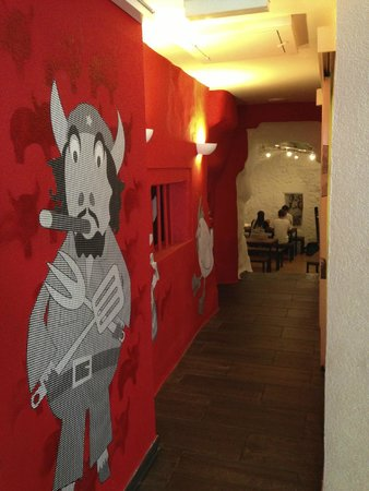 Holy Cow! Gourmet Burger Company- Cheneau De Bourg : hallway