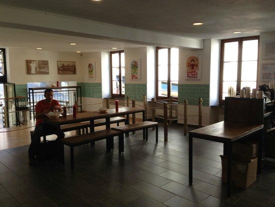 Holy Cow! Gourmet Burger Company- Cheneau De Bourg : salle