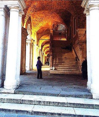 Vicenza, İtalya: Basilica Palladiana: portico