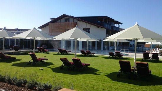 Relais & Chateaux Landromantik Hotel Oswald: Außen- und Poolanlage