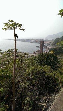 The British Consulate At Takao: 英国領事館からの海の風景。近くには中山大学の門がある。