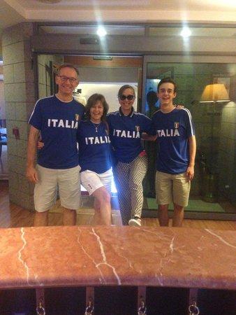 Massimo Plaza Hotel: turisti stranieri che tifano Italia #massimoplazahotel