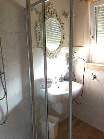 Bed & Breakfaast Cà Virò : Bagno della stanza provenzale