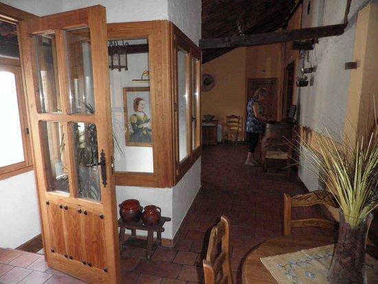 Casa Rural & Spa La Graja: Distribuidor interior 1ª Planta