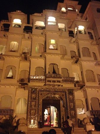 Hotel Udai Kothi: Night view