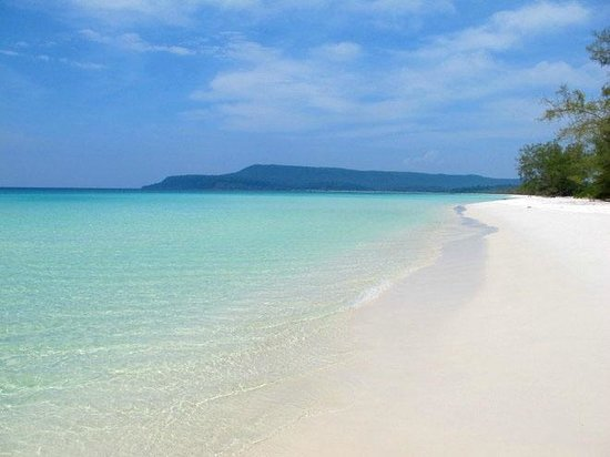 Angkor Destination Travel: White sand beach in Sihanoukville, Cambodia