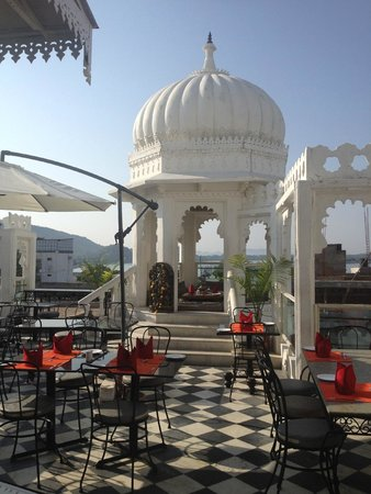 Hotel Udai Kothi: Roof top Restaurant