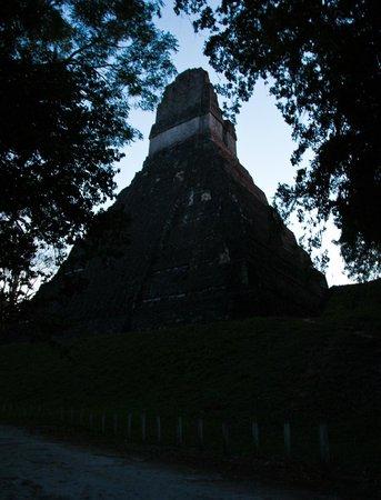 Tempel I: силуэт в потёмках